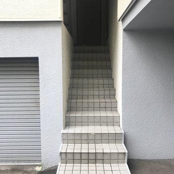 共用部の階段!ここから上ります!!