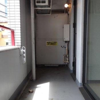 バルコニーは使える広さです ※写真は2階の同間取り別部屋です。