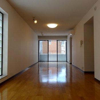 ガラスブロックが良い仕事してます ※写真は2階の同間取り別部屋です。