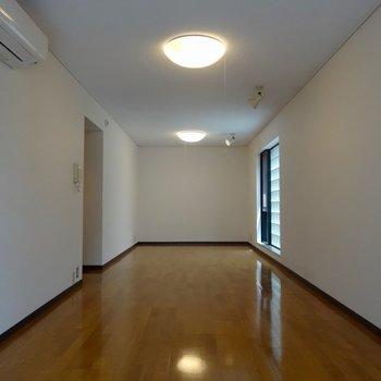 ながーいです ※写真は2階の同間取り別部屋です。