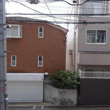 眺望はよくないです ※写真は2階の同間取り別部屋です。