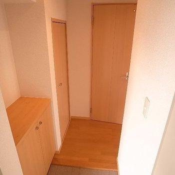 靴箱の上には何を置こうかな~(※写真は同じ間取りの9階のお部屋です。)