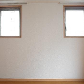小窓②(※写真は同じ間取りの9階のお部屋です。)