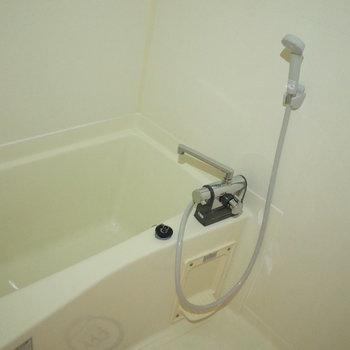 お風呂で疲れを流してね。(※写真は同じ間取りの9階のお部屋です。)