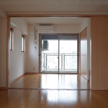 扉オープン!(※写真は同じ間取りの9階のお部屋です。)