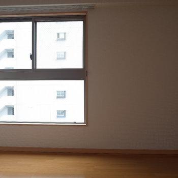小窓①(※写真は同じ間取りの9階のお部屋です。)