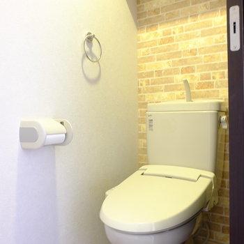 トイレにもアクセント※写真は越部屋です
