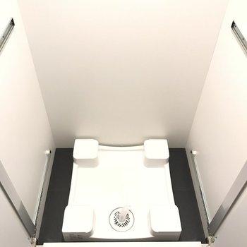 室内洗濯機置き場※写真は6階の反転間取り別部屋のものです。