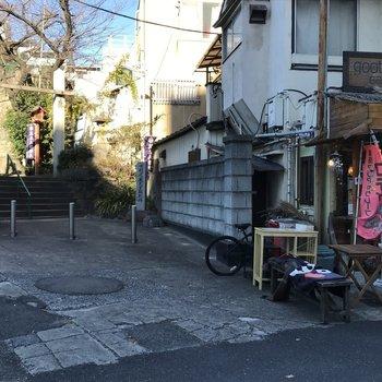 近くにあった神社とカフェ