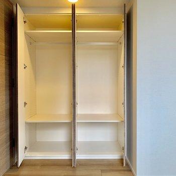 【5.0帖】収納力◎段組があるのもうれしいですね。※写真は4階の同間取り別部屋のものです