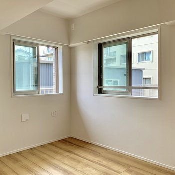【5.0帖】こちらは2面採光。こども部屋争奪戦でしょうか。※写真は4階の同間取り別部屋のものです