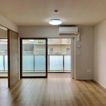 【LDK】リビングの居心地がいいんです。※写真は4階の同間取り別部屋のものです。