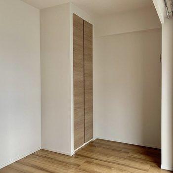 【南側5帖】収納付きで追加購入の必要がないのはいいですね〜※写真は4階の同間取り別部屋のものです。