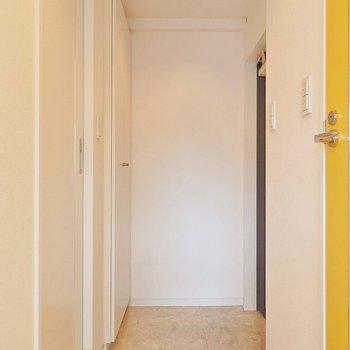 玄関はこんな感じ。 ※写真は同間取り別部屋