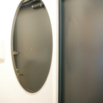 玄関に鏡付き!形もいい