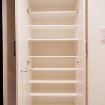 シューズボックスたくさん入ります!※写真は1階の同間取り別部屋のものです