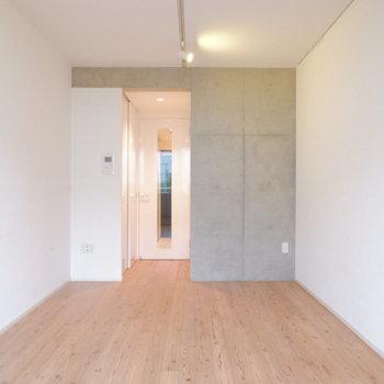 天井高さあります。※写真は1階の同間取り別部屋のものです