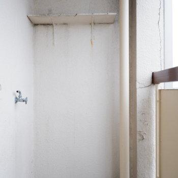 和室側のバルコニー。ここに洗濯機を。