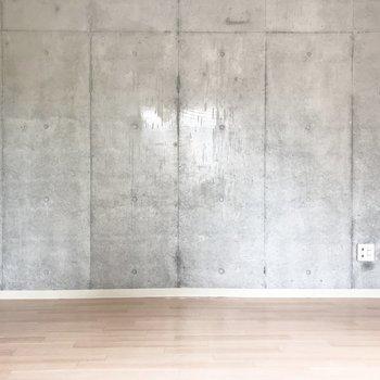リビングのコンクリートの壁