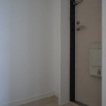 玄関は狭めかな?