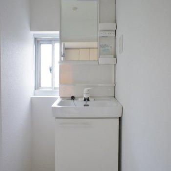 コンパクトめな洗面台。