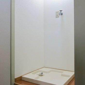 洗濯機は玄関横に置けます※写真は同間取り別部屋のものです。