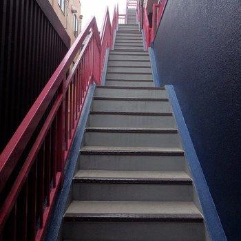 階段、長いですね・・・!!