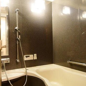 浴室乾燥ついてます。 ※クリーニング前の写真です
