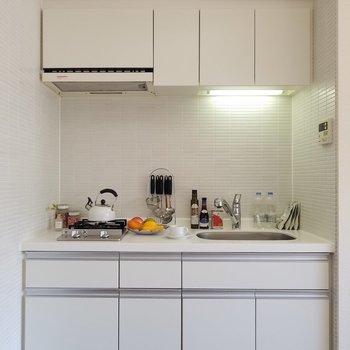 小物がお洒落だ!シンプルなキッチン用具が似合うね。※5階別部屋反転間取りの写真です。