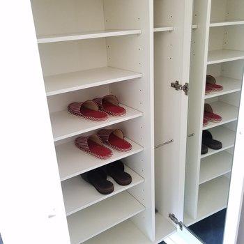 靴箱に鏡付き。※5階別部屋反転間取りの写真です。