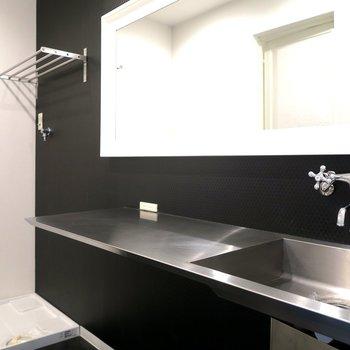 広い洗面台!黒がまた良い!※写真は前回募集時のもの
