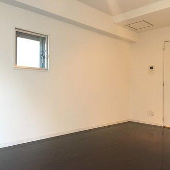 奥に見える扉は水廻りへ続きます※3階の同間取り別部屋の写真です