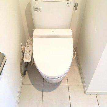 トイレもウォシュレット付きですよ※3階の同間取り別部屋の写真です