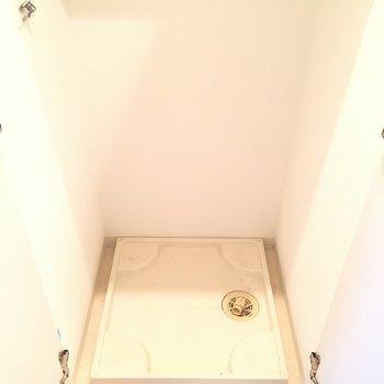 洗濯機置場もしっかり洗面所にあります※3階の同間取り別部屋の写真です