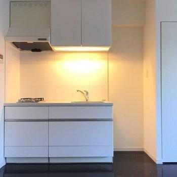 キッチンのお隣には冷蔵庫たちを置きましょう〜※3階の同間取り別部屋の写真です