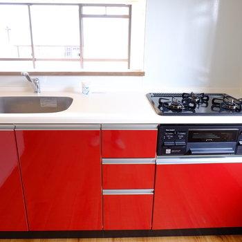 赤いキッチンはアクセント