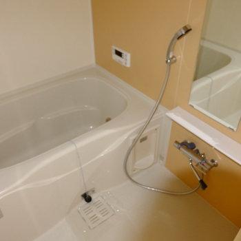 お風呂はユニットバス新設です。