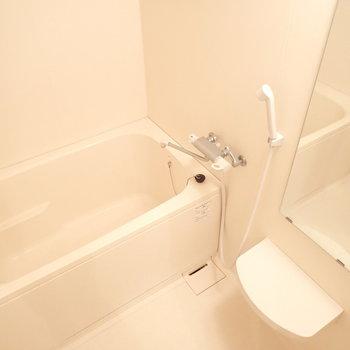 浴室乾燥付きのゆったりバス※写真は同間取り別部屋