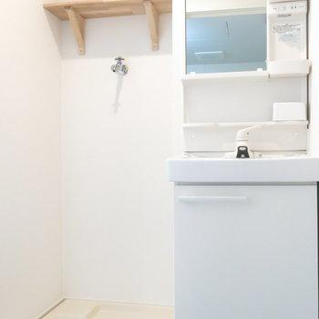 コンパクトながらもあると嬉しい洗面台*