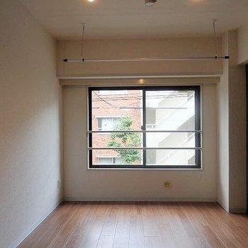 シンプルなワンルーム。※写真は2階の同間取り別部屋です