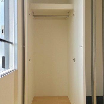 収納は3階のこのクローゼットのみ。ひとり分かなあ※電気がつく前の写真です