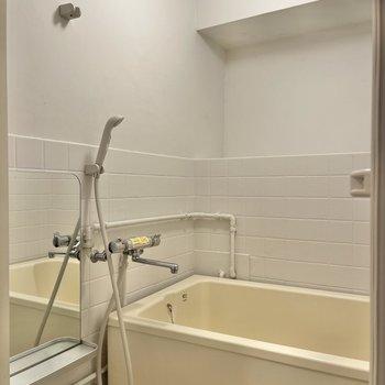 シャワーも2段階の高さに調節可能です。