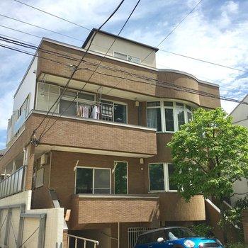 一戸建てみたいな風貌のきれいなアパート。