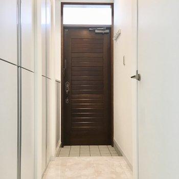 こちら玄関。清潔感。