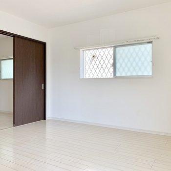 窓が多くて開放的♬