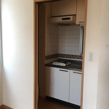キッチンと居室はしっかり仕切れます。※写真は前回募集時のものです