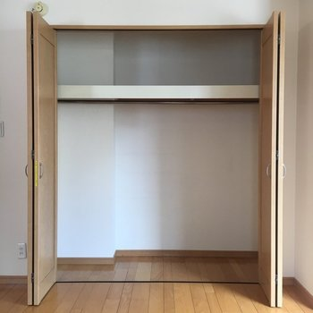上部の棚は衣替えで重宝しそう。※写真は前回募集時のものです