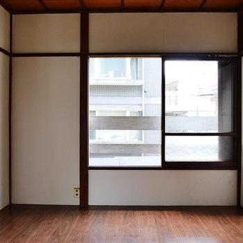 こちらは4.5帖の洋室。