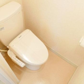ウォシュレットつきのトイレもキレイですね。