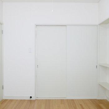 【洋室2】廊下からも、洋室からもたどり着けます。